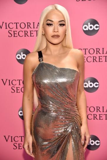 Rita Ora in Versace Spring 2018-1