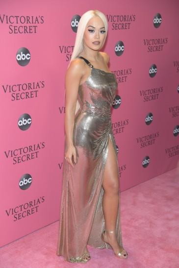 Rita Ora in Versace Spring 2018-2