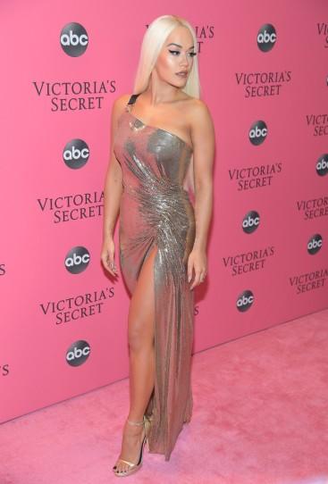 Rita Ora in Versace Spring 2018-3