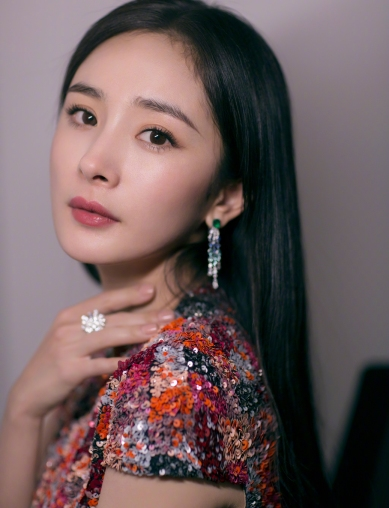 Yang Mi in Reem Acra Resort 2019-3