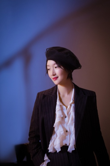 Zhou Dongyu in Philosophy di Lorenzo Serafini Resort 2019-1