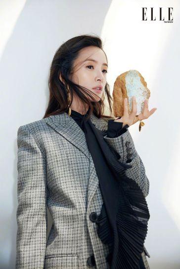 Ariel Lin for ELLE Taiwan January 2019-1