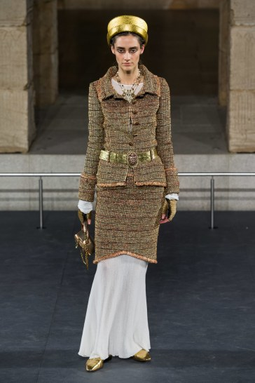 Chanel Pre-Fall 2019 Look 13