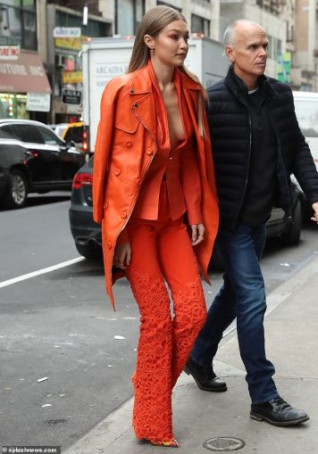Gigi Hadid in Ronald van der Kemp Spring 2018 Couture & Moschino-7
