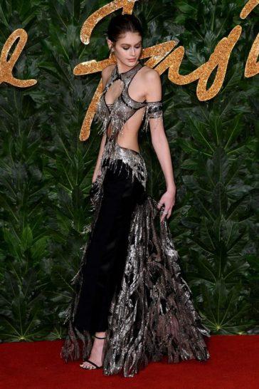 Kaia Gerber in Alexander McQueen Spring 2019-1