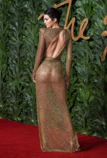 Kendall Jenner in Julien Macdonald Spring 2019-1
