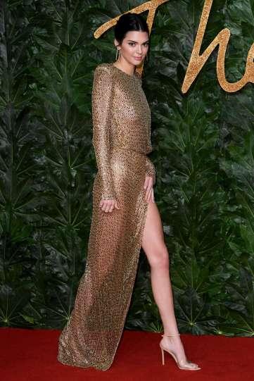 Kendall Jenner in Julien Macdonald Spring 2019-2