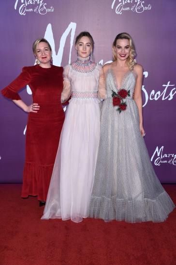 Margot Robbie in Rodarte Spring 2019 & Saoirse Ronan in Carolina Herrera Spring 2019-2