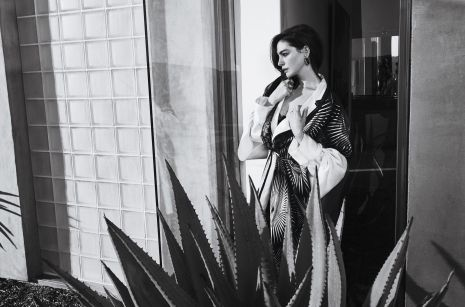 anne hathaway town & country february 2019-4