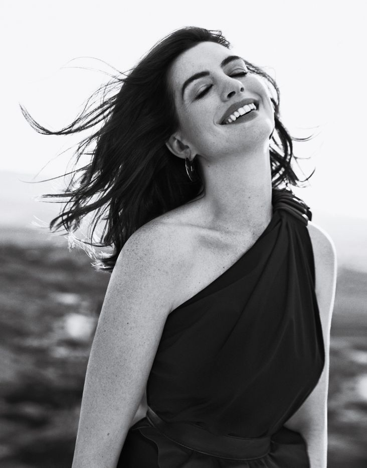anne hathaway town & country february 2019-5