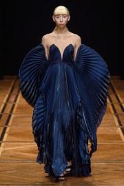 iris van herpen spring 2019 couture look 1