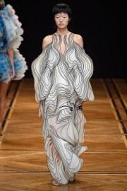 iris van herpen spring 2019 couture look 15