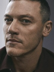 luke evans gq italia january 2019-5