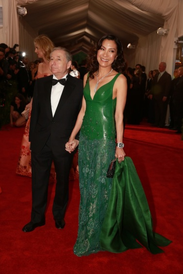 michelle yeoh in shiatzy chen for met gala 2015