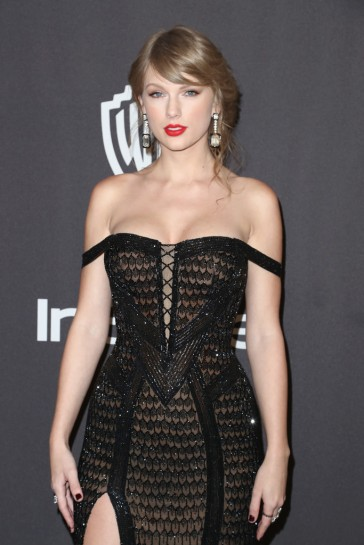 taylor swift in atelier versace-4