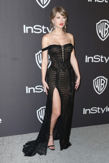 taylor swift in atelier versace-5