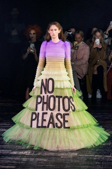 viktor & rolf spring 2019 couture look 1