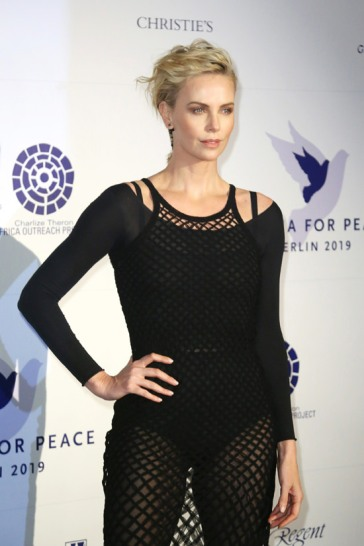 Charlize Theron in Dior Spring 2019-5