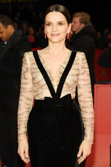 Juliette Binoche in Armani Privé Fall 2018 Couture-7