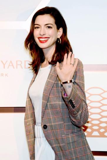 Anne Hathaway in Tommy Hilfiger Spring 2019-2