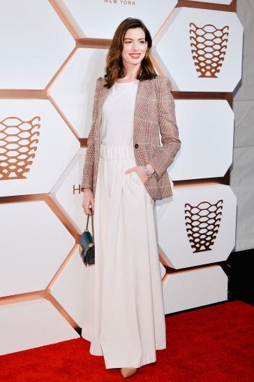 Anne Hathaway in Tommy Hilfiger Spring 2019-3