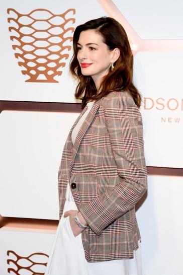 Anne Hathaway in Tommy Hilfiger Spring 2019-5