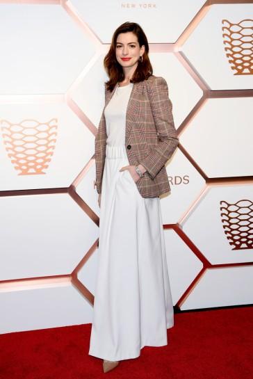 Anne Hathaway in Tommy Hilfiger Spring 2019-6