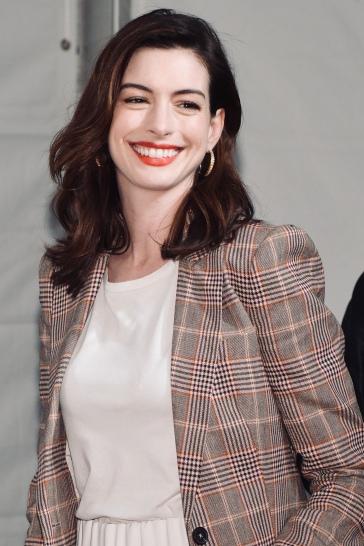 Anne Hathaway in Tommy Hilfiger Spring 2019-9