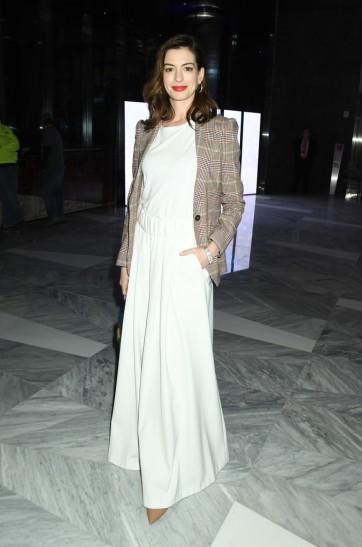 Anne Hathaway in Tommy Hilfiger Spring 2019