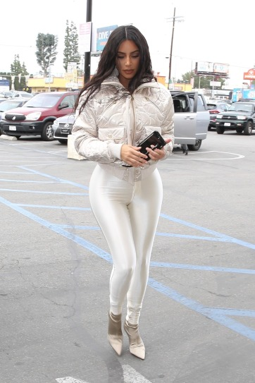 Kim Kardashian in CHANEL Coco Neige-1