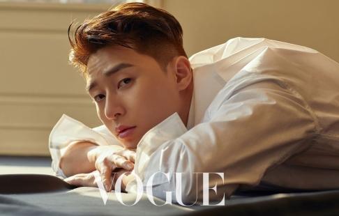 Park Yong-kyu for Vogue Taiwan April 2019-1