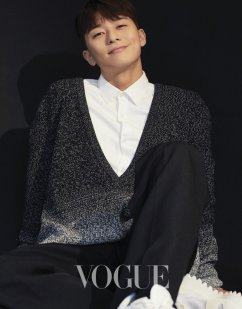 Park Yong-kyu for Vogue Taiwan April 2019-2