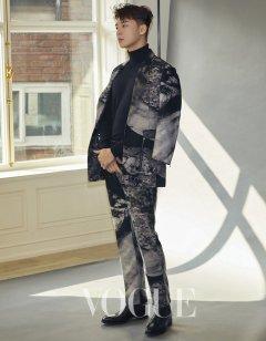 Park Yong-kyu for Vogue Taiwan April 2019-4