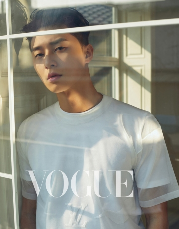 Park Yong-kyu for Vogue Taiwan April 2019-6