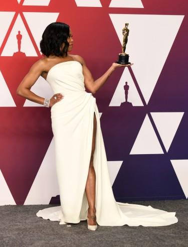 Regina King in Oscar de la Renta-5