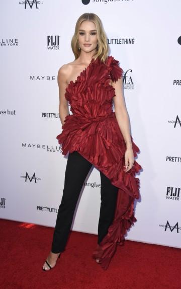 Rosie Huntington-Whiteley in Oscar de la Renta Fall 2019-3