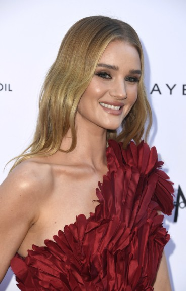 Rosie Huntington-Whiteley in Oscar de la Renta Fall 2019-5