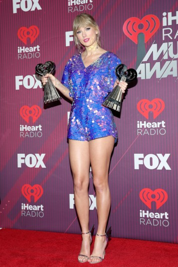 Taylor Swift in Rosa Bloom-6