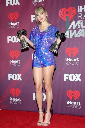 Taylor Swift in Rosa Bloom-6