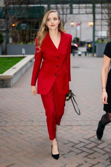 Amanda Seyfried in Prada-1