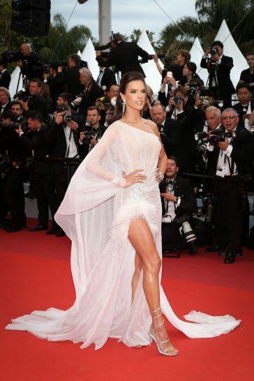Alessandra Ambrosio in Ralph & Russo Spring 2019 Couture-2