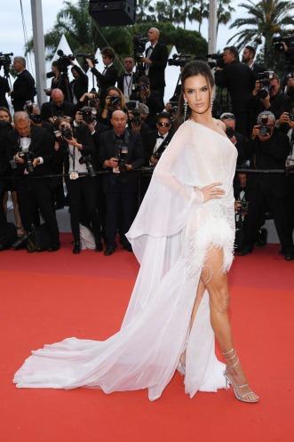 Alessandra Ambrosio in Ralph & Russo Spring 2019 Couture-4