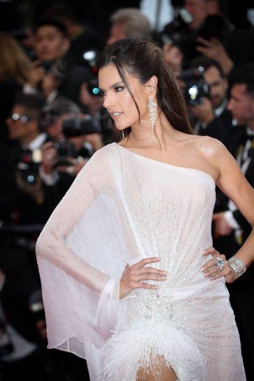 Alessandra Ambrosio in Ralph & Russo Spring 2019 Couture-6