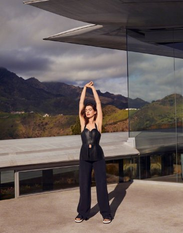 Anne Hathaway for Shape Magazine June 2019-5