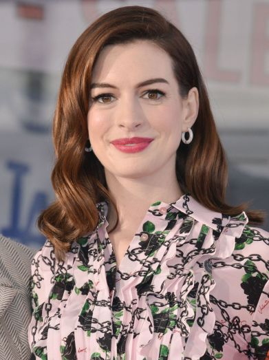 Anne Hathaway in Valentino Fall 2019-3