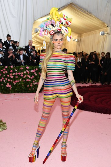 Cara Delevigne in Dior Spring 2019 Couture-2