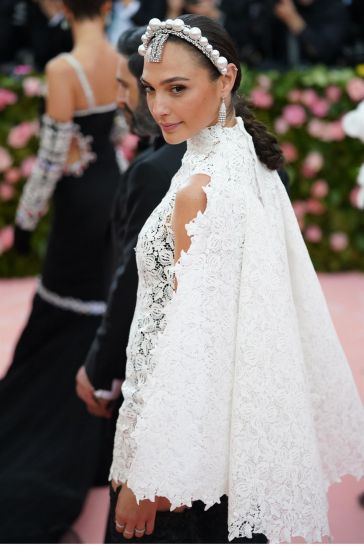 Gal Gadot in Givenchy Spring 2019 Couture-1