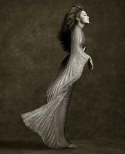 Gigi Hadid in Iris van Herpen Couture-1