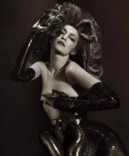 Gigi Hadid in Iris van Herpen Couture-2