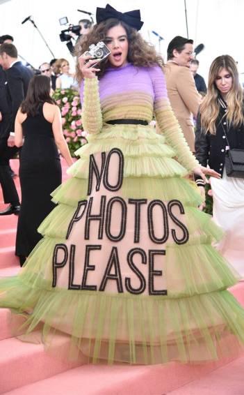 Hailee Steinfeld in Viktor & Rolf Spring 2019 Couture-3